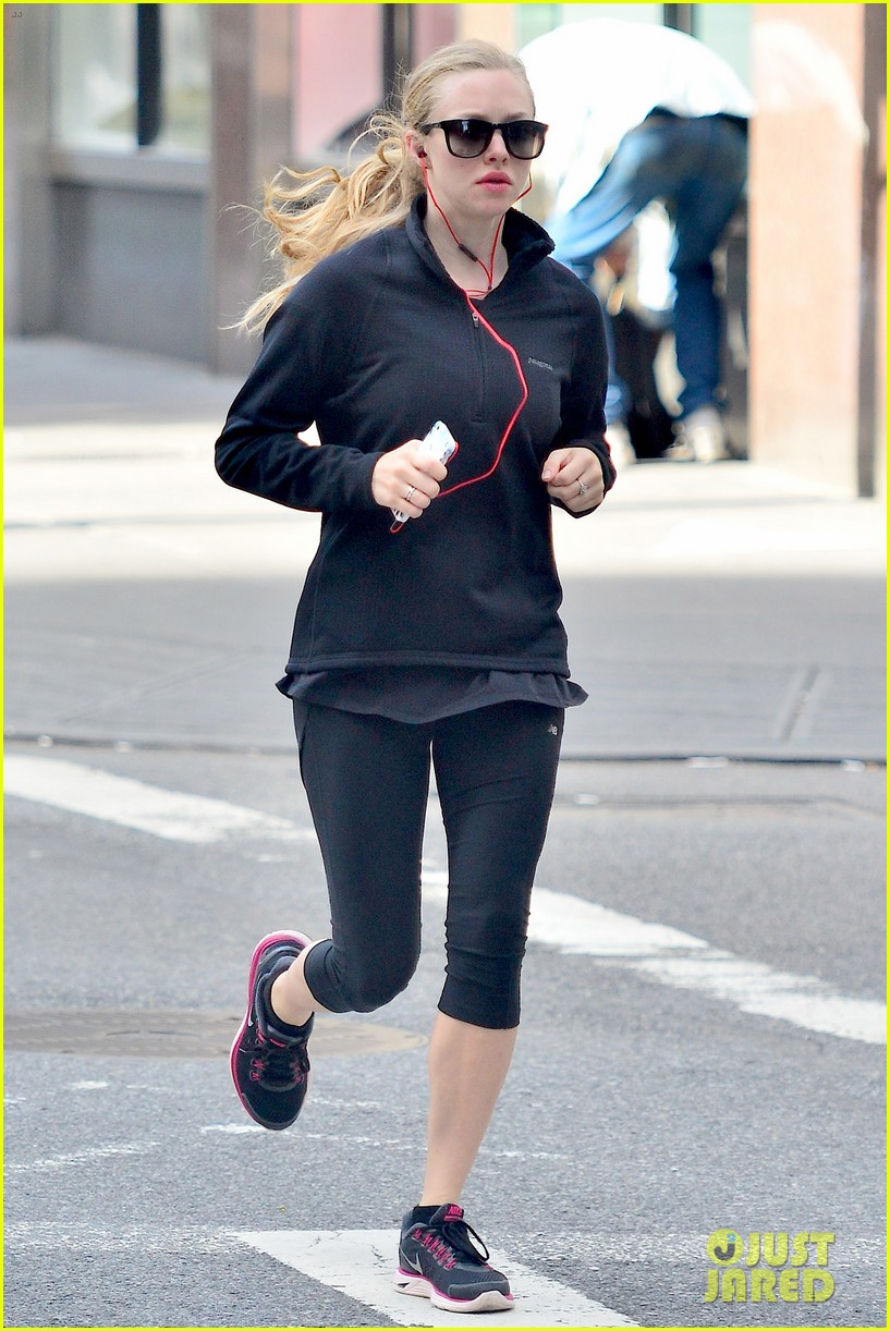 amanda seyfried early morning jog in union square 012946813