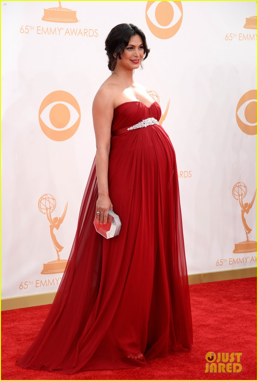 pregnant morena baccarin emmys 2013 red carpet 10