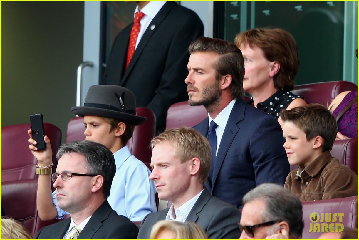 david beckham kisses cruz at soccer match 032942025