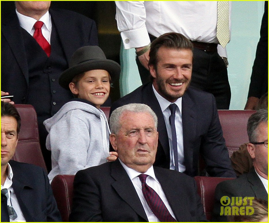 david beckham kisses cruz at soccer match 05