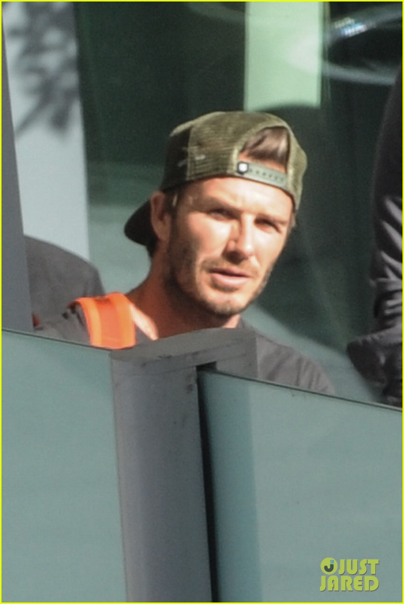 david beckham kisses cruz at soccer match 11