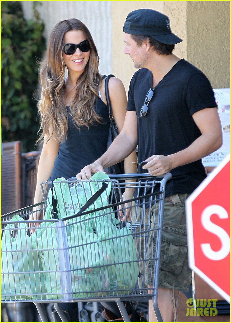 kate beckinsale len wiseman get groceries at gelsons 022954039