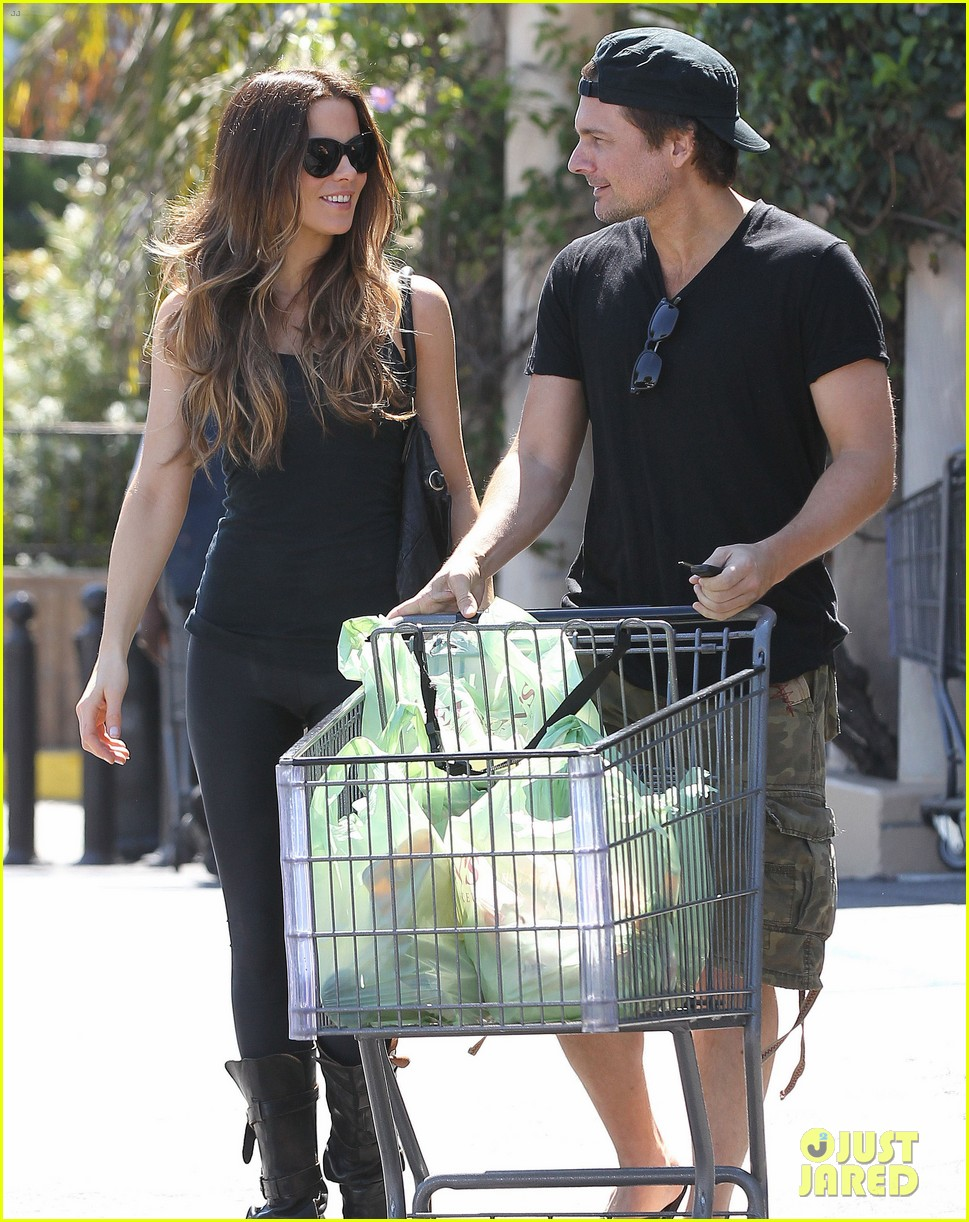 kate beckinsale len wiseman get groceries at gelsons 092954046
