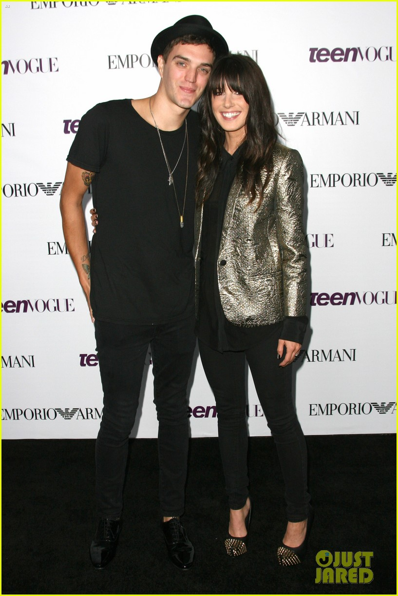 chloe bennet dom sherwood young hollywood party 2013 29