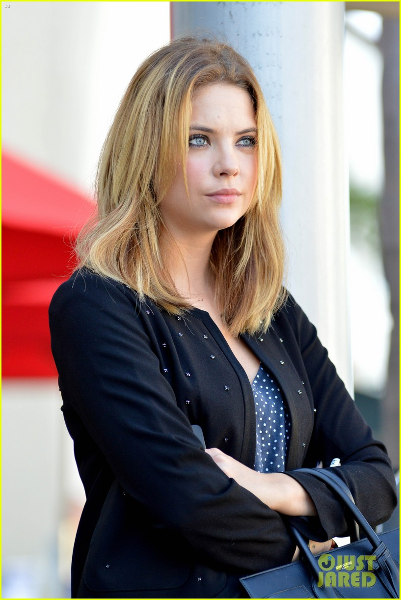 ashley benson grabs lunch with manager thor bradwell 02