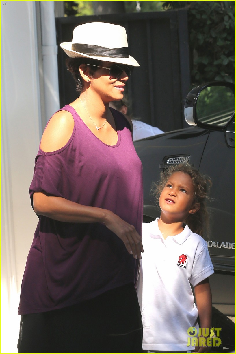 halle berry beverly hills playdate with nahla 11