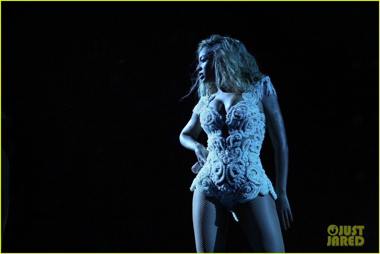 beyonce mrs carter tour brazil press conference show 15