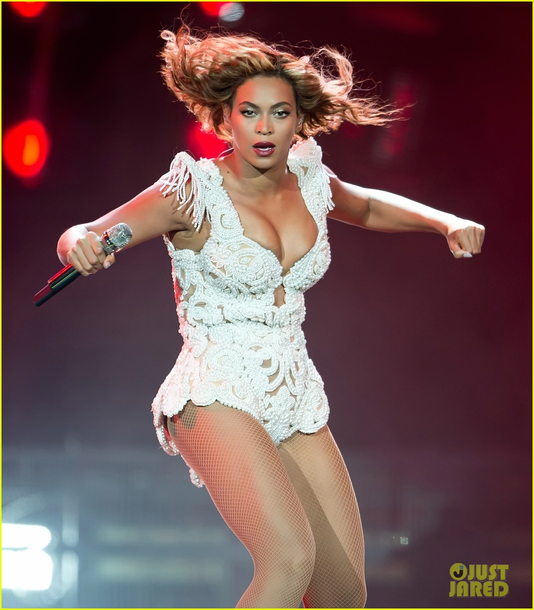 beyonce rocks new outfit at made in america festival 042941493
