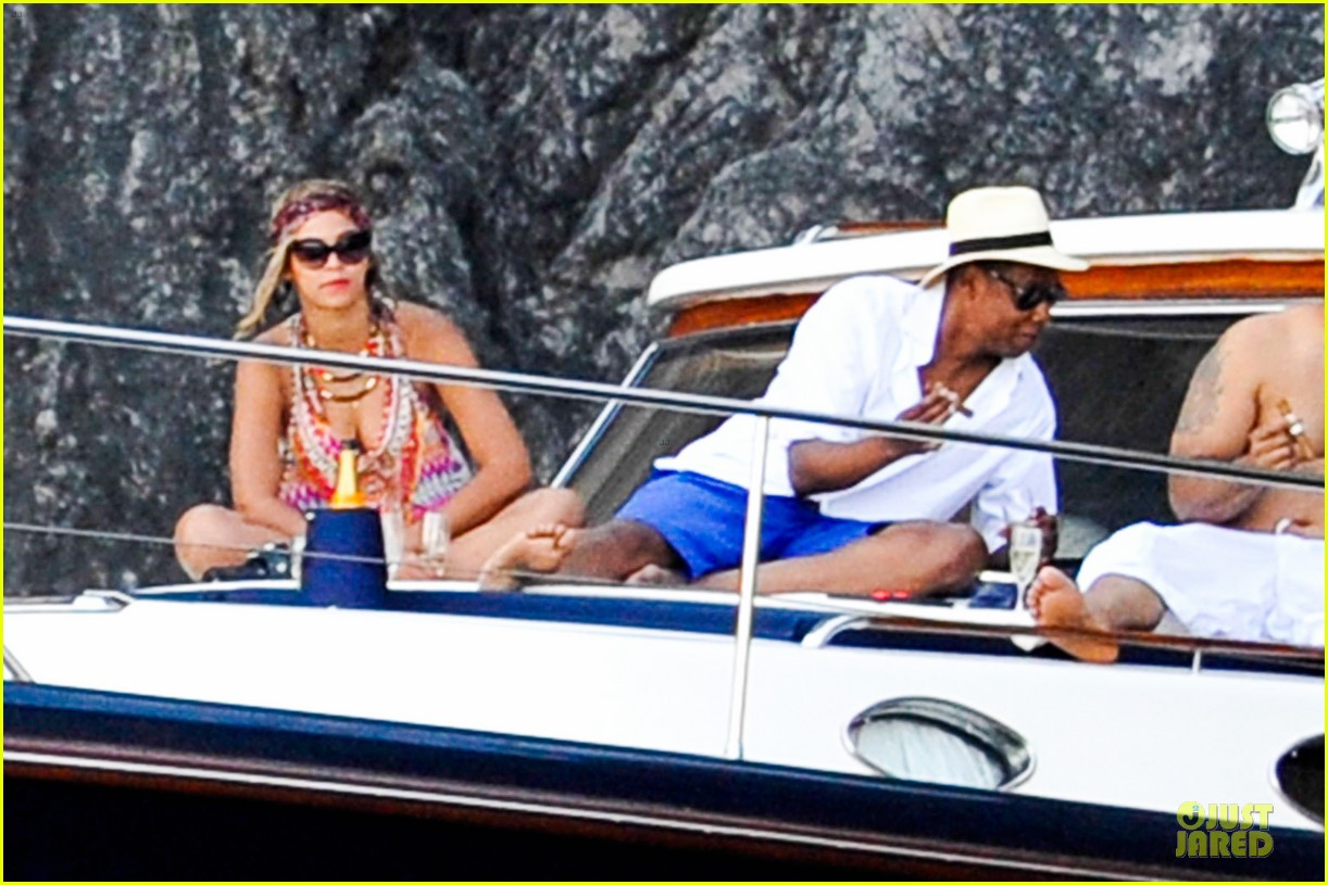 beyonce jay z italian yacht vacation with blue ivy 142945427