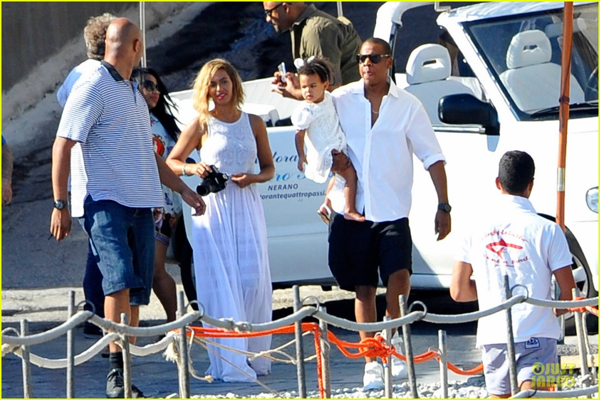 beyonce jay z italian yacht vacation with blue ivy 212945434