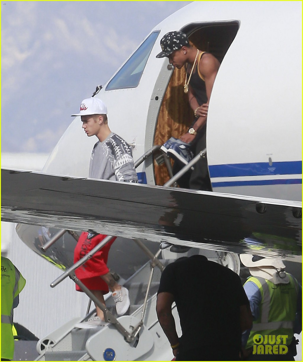 justin bieber private plane from denver to burbank 05