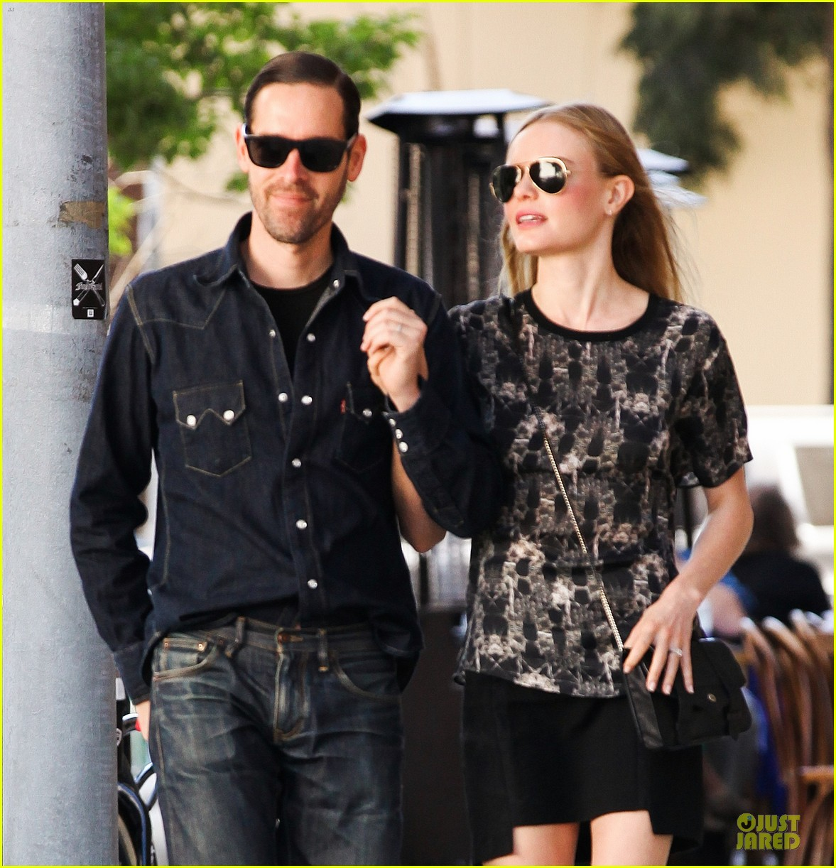 kate bosworth michael polish hold hands after catalina festival 04