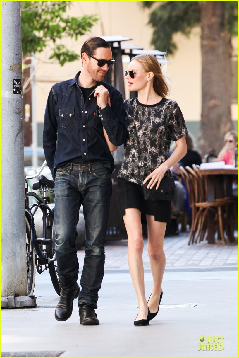 kate bosworth michael polish hold hands after catalina festival 17