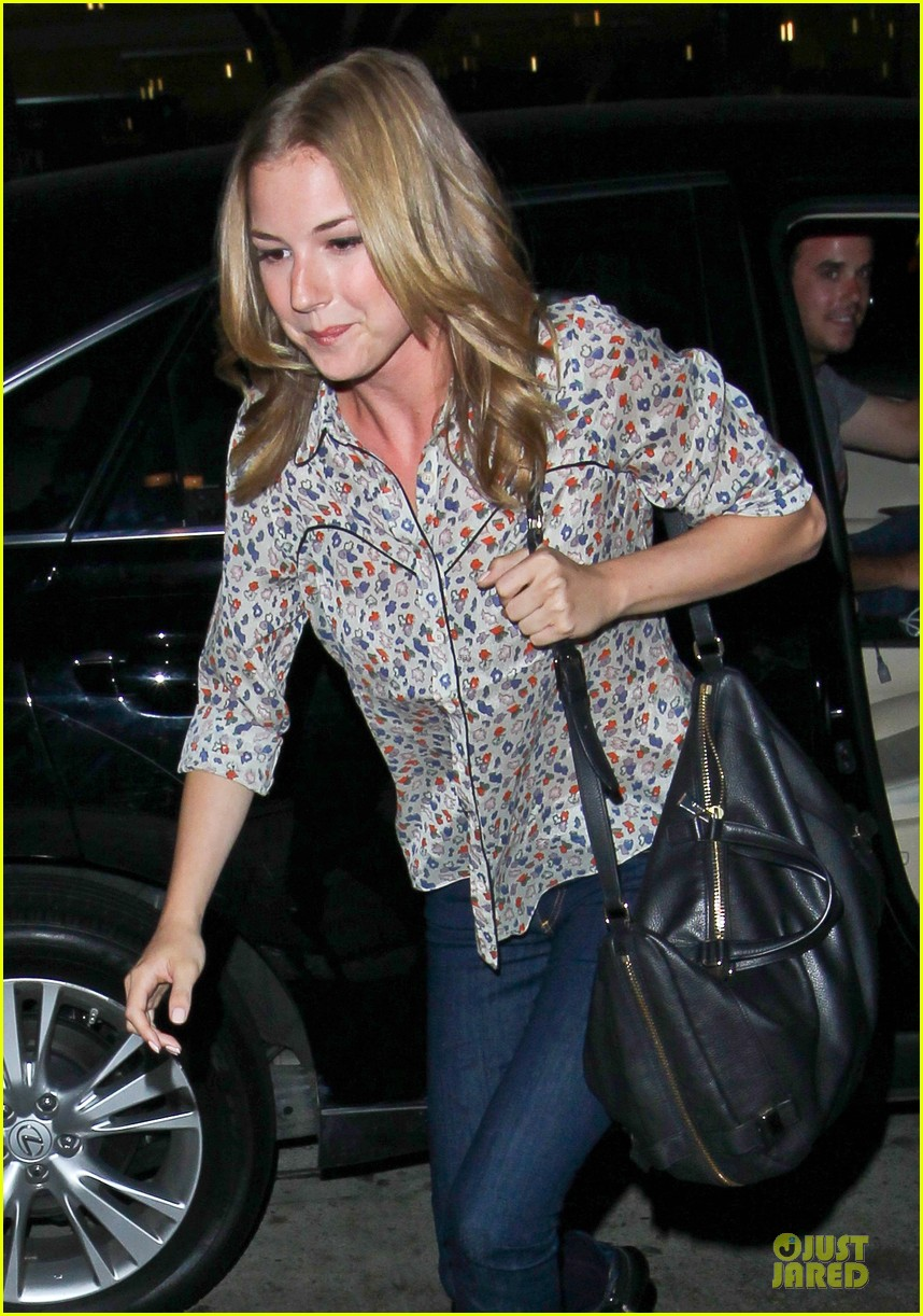 josh bomwan emily vancamp separate food outings 042948401