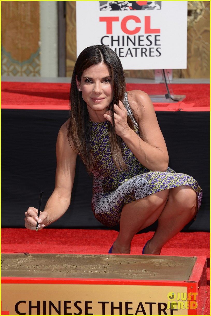 sandra bullock receives handprint at tci chinese theater 02