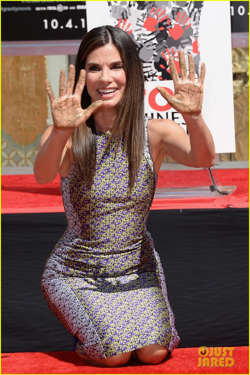 sandra bullock receives handprint at tci chinese theater 09