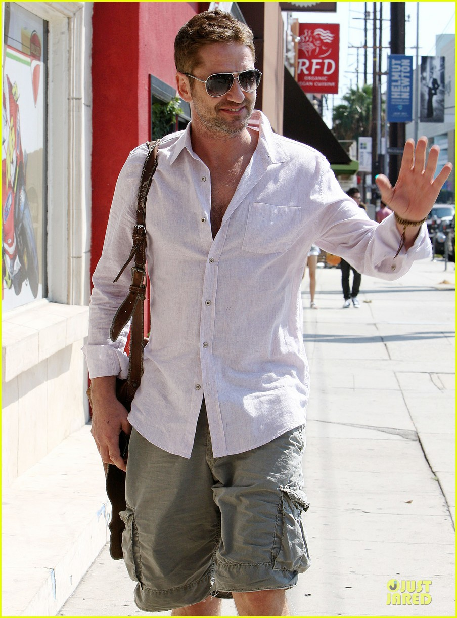 gerard butler makes shortlist for scottish fashion icon award 04