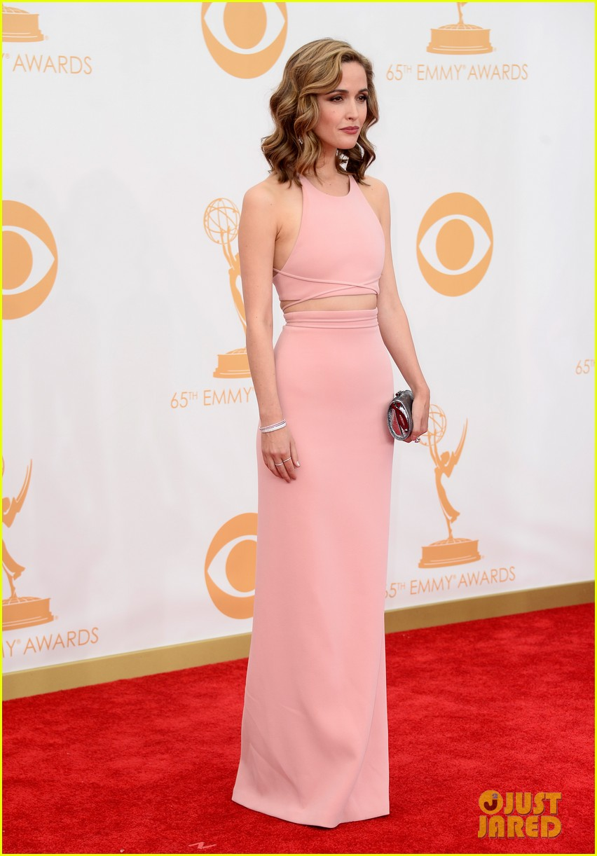 rose byrne bobby cannavale emmys red carpet 08