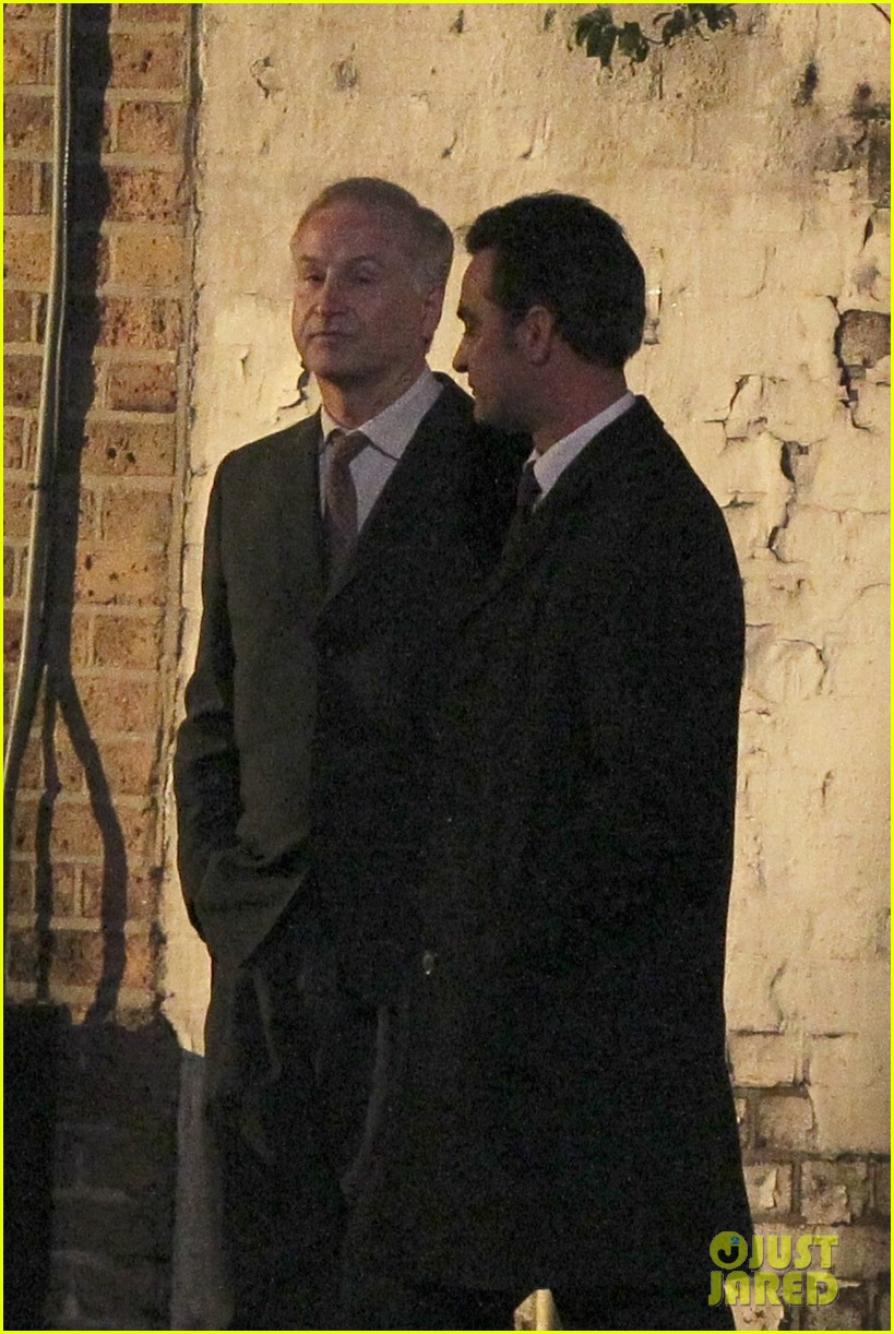 henry cavill suits up on man from uncle set 13