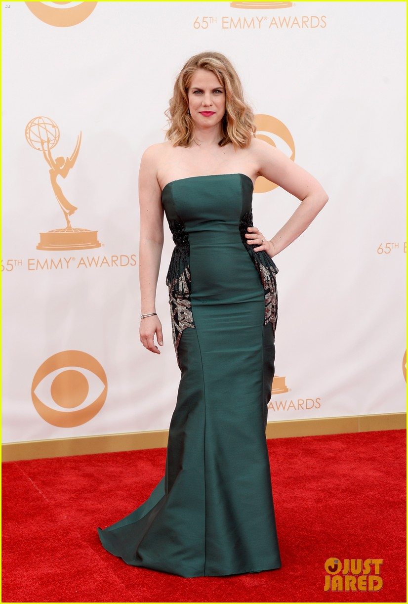 veep anna chlumsky emmys 2013 red carpet 07