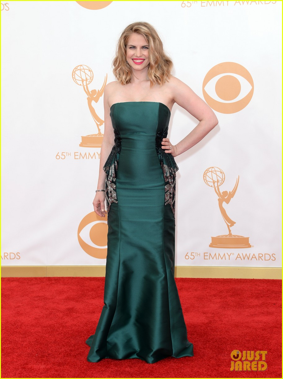 veep anna chlumsky emmys 2013 red carpet 09