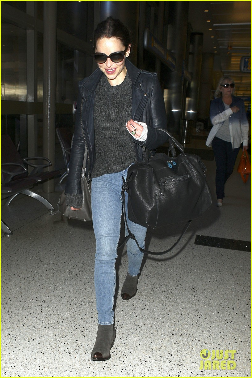 emilia clarke flies out of town after emmys loss 06