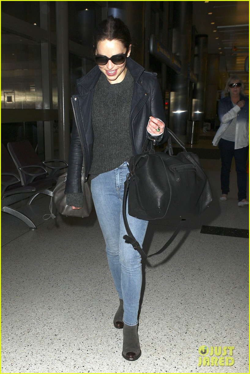 emilia clarke flies out of town after emmys loss 082958965