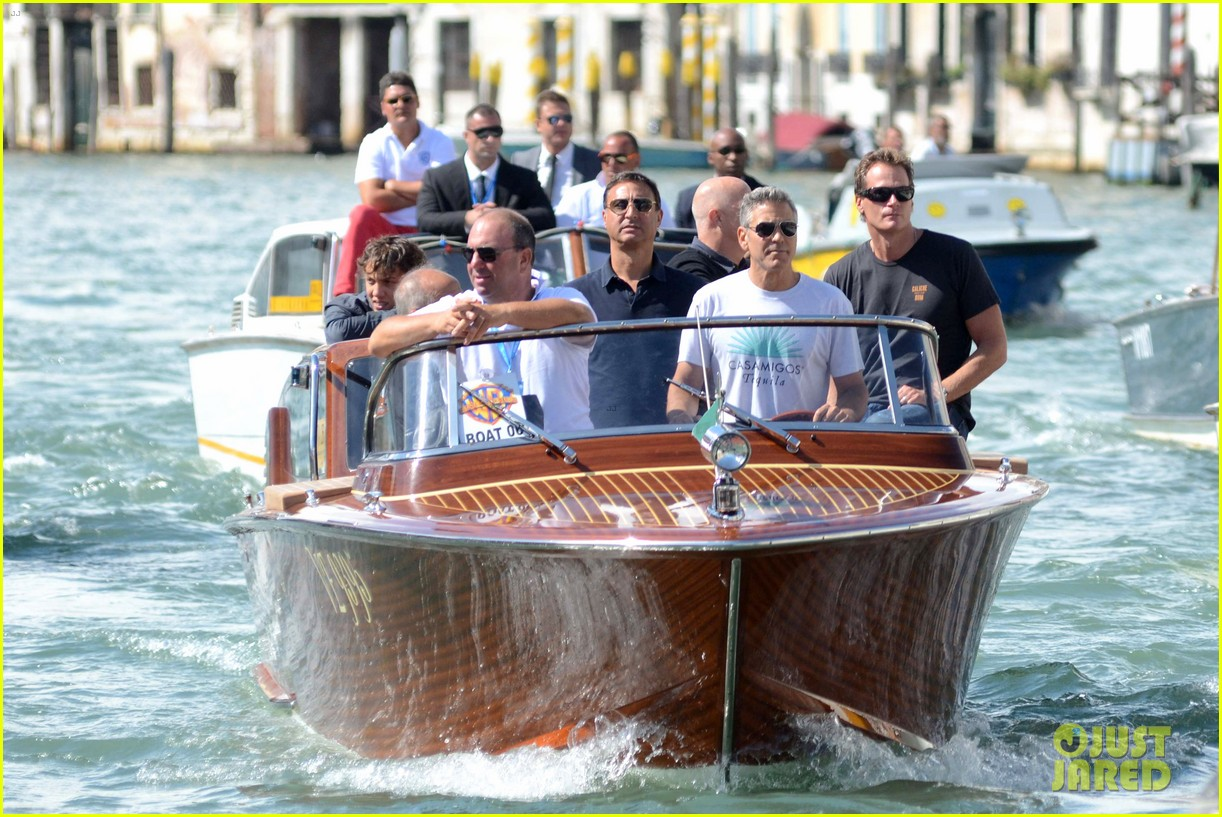 george clooney boats around venice with rande gerber 01