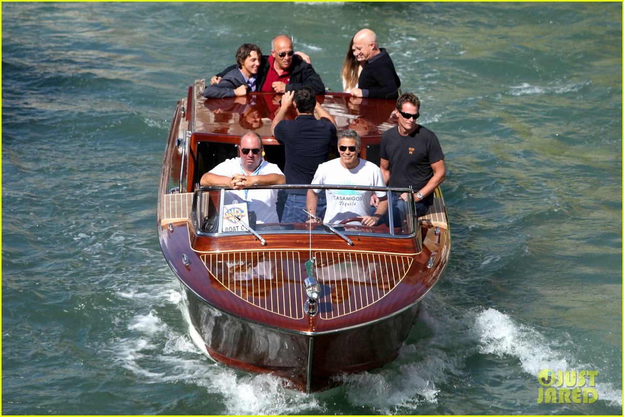 george clooney boats around venice with rande gerber 03