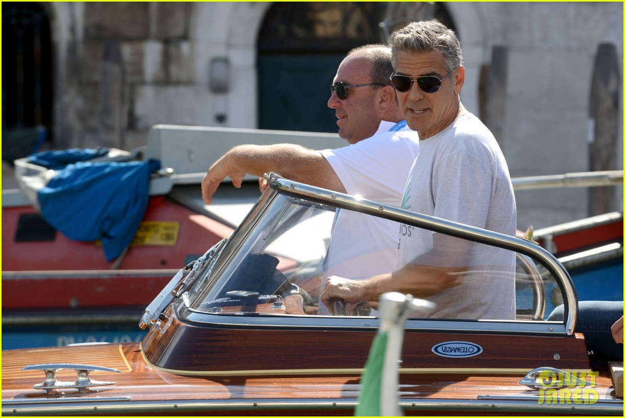 george clooney boats around venice with rande gerber 04