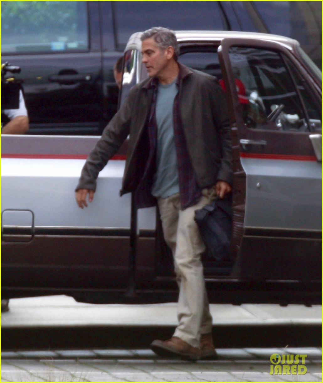 george clooney meets dylan obrien on tomorrowland set 01