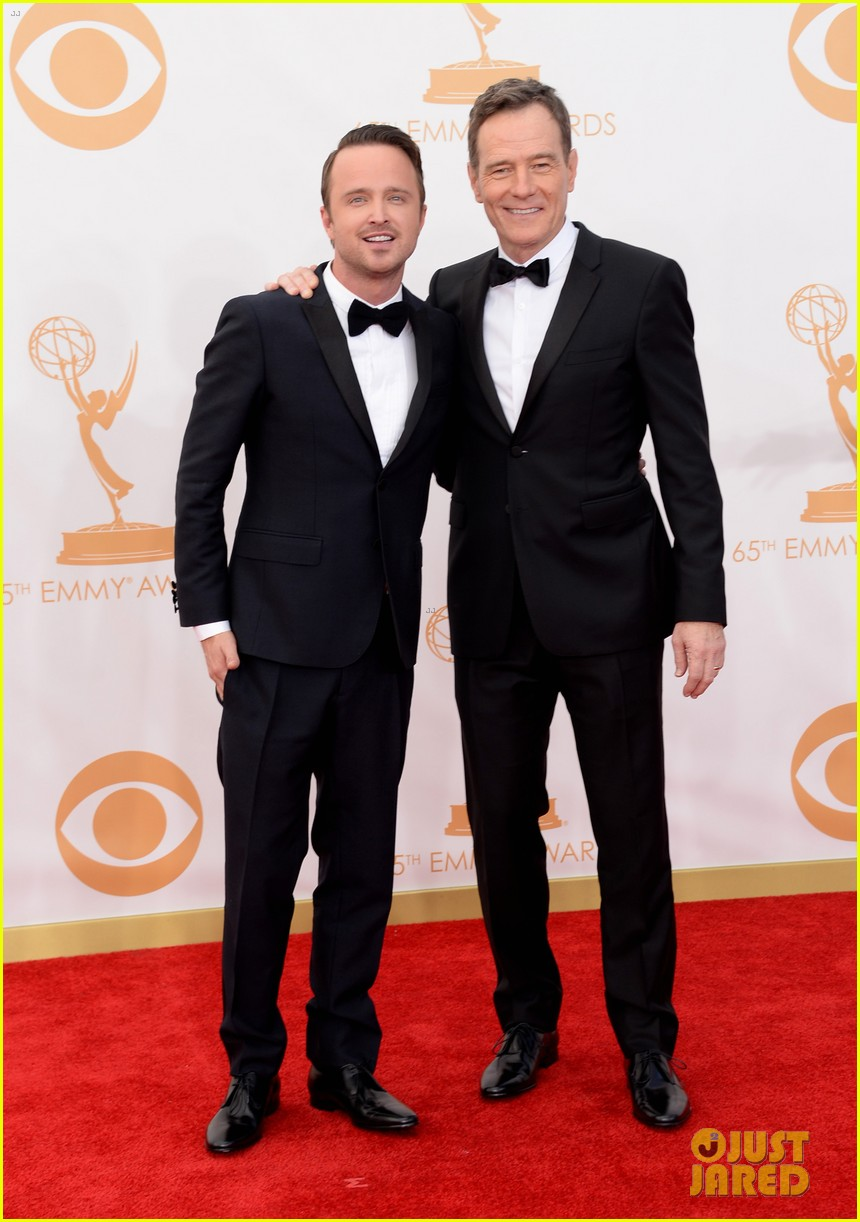 bryan cranston aaron paul emmys 2013 red carpet 05