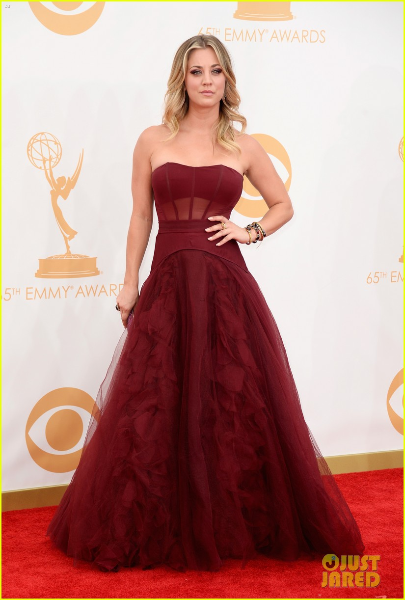 kaley cuoco ryan sweeting emmys 2013 red carpet 04