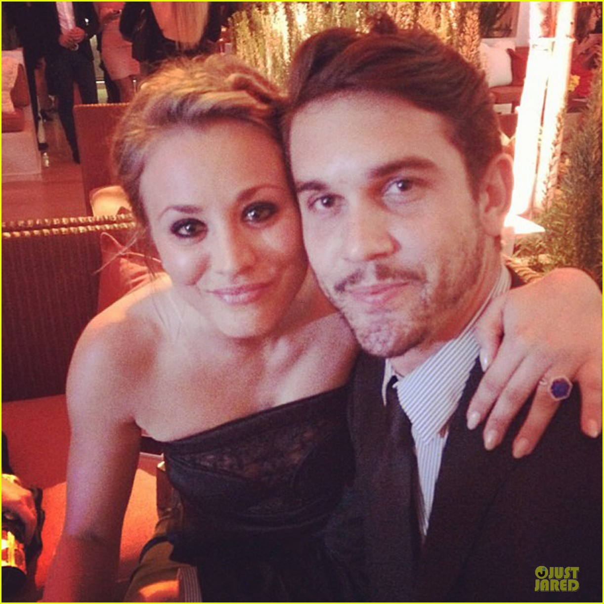 kaley cuoco ryan sweeting ew pre emmy party 02