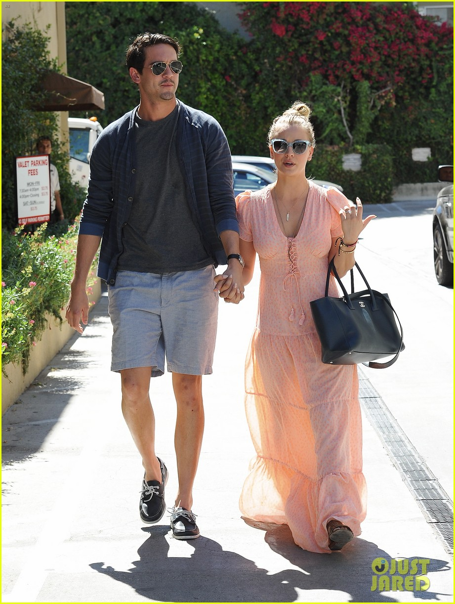kaley cuoco fiance ryan sweeting hold hands at lunch 01