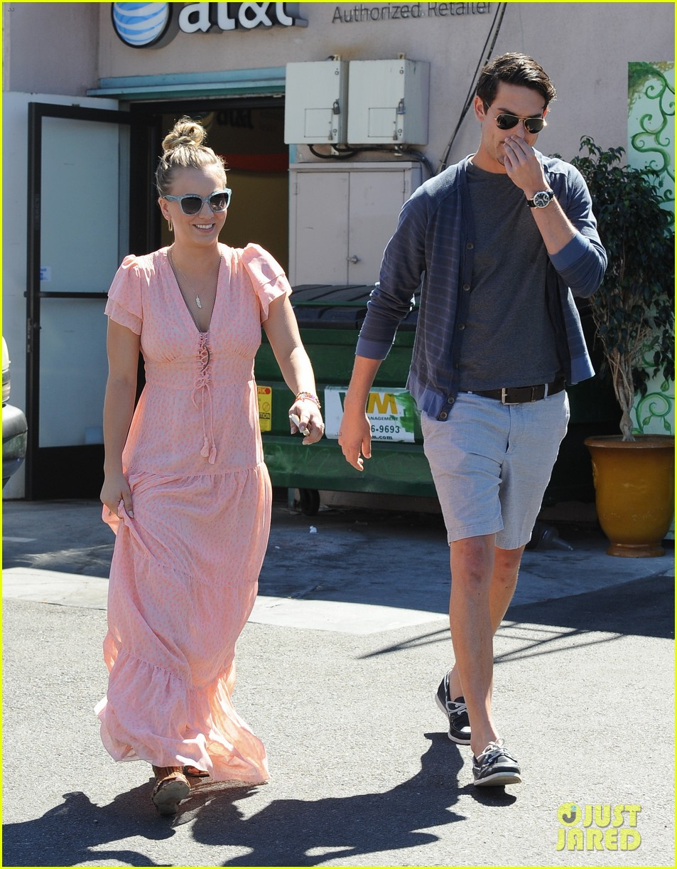 kaley cuoco fiance ryan sweeting hold hands at lunch 16