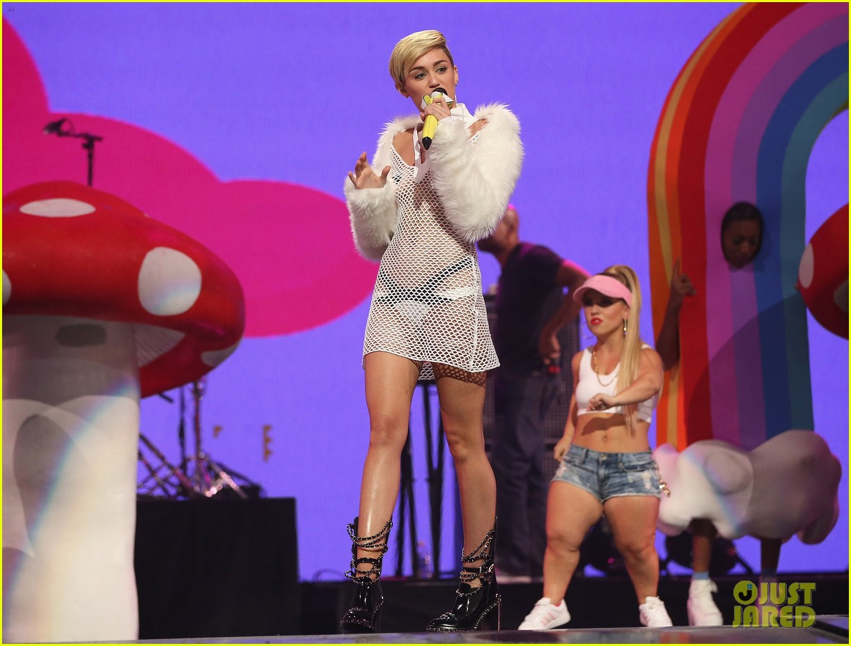 miley cyrus sings wrecking ball in nearly nude outfit video 13