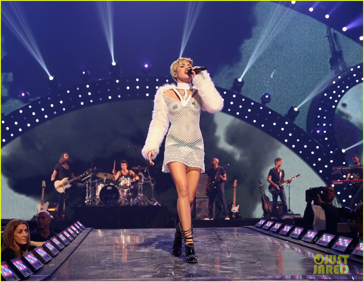 miley cyrus sings wrecking ball in nearly nude outfit video 26