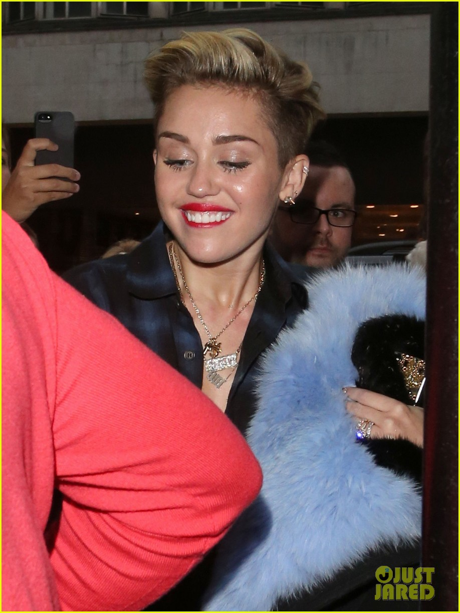 miley cyrus steps out after breaking vevo video record 05