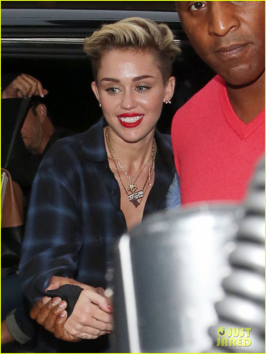 miley cyrus steps out after breaking vevo video record 07