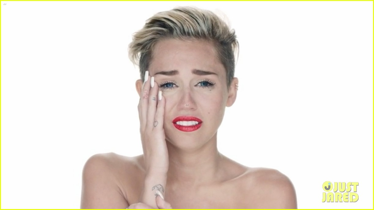 miley cyrus nude in wrecking ball video 02