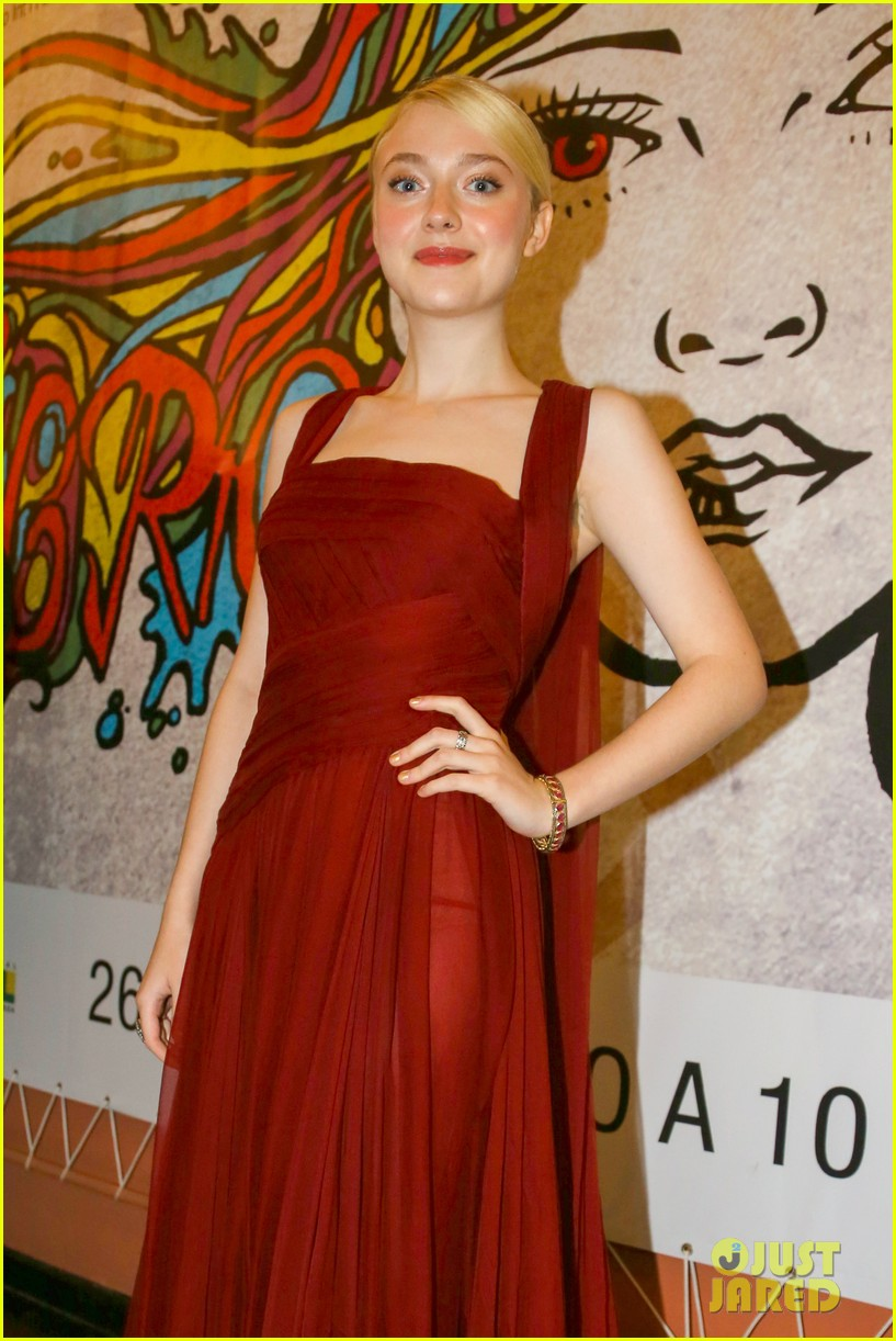 dakota fanning night moves rio premiere 072962323