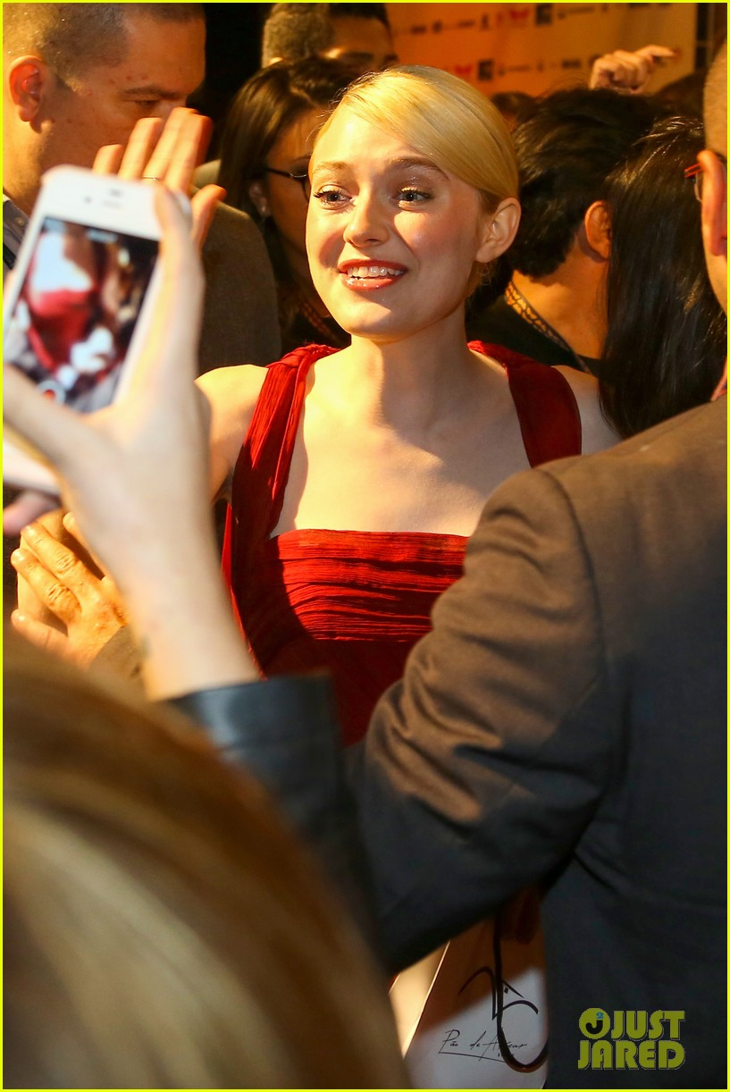 dakota fanning night moves rio premiere 082962324