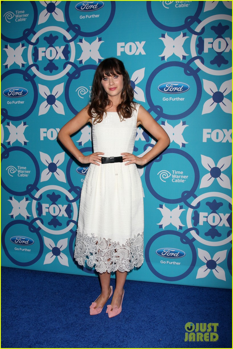 zooey deschanel mindy kaling fox fall eco casino party 222949239
