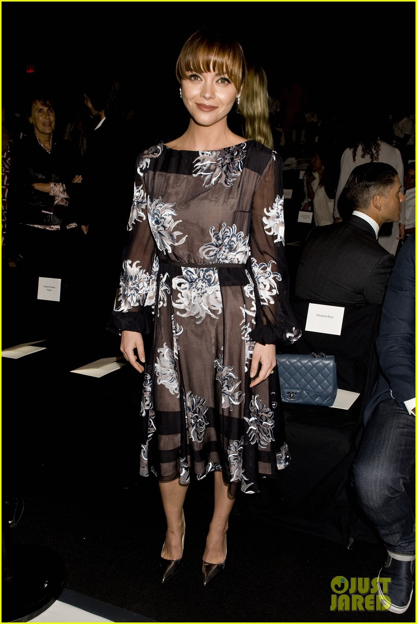 michelle dockery carolina herrera show 052949074
