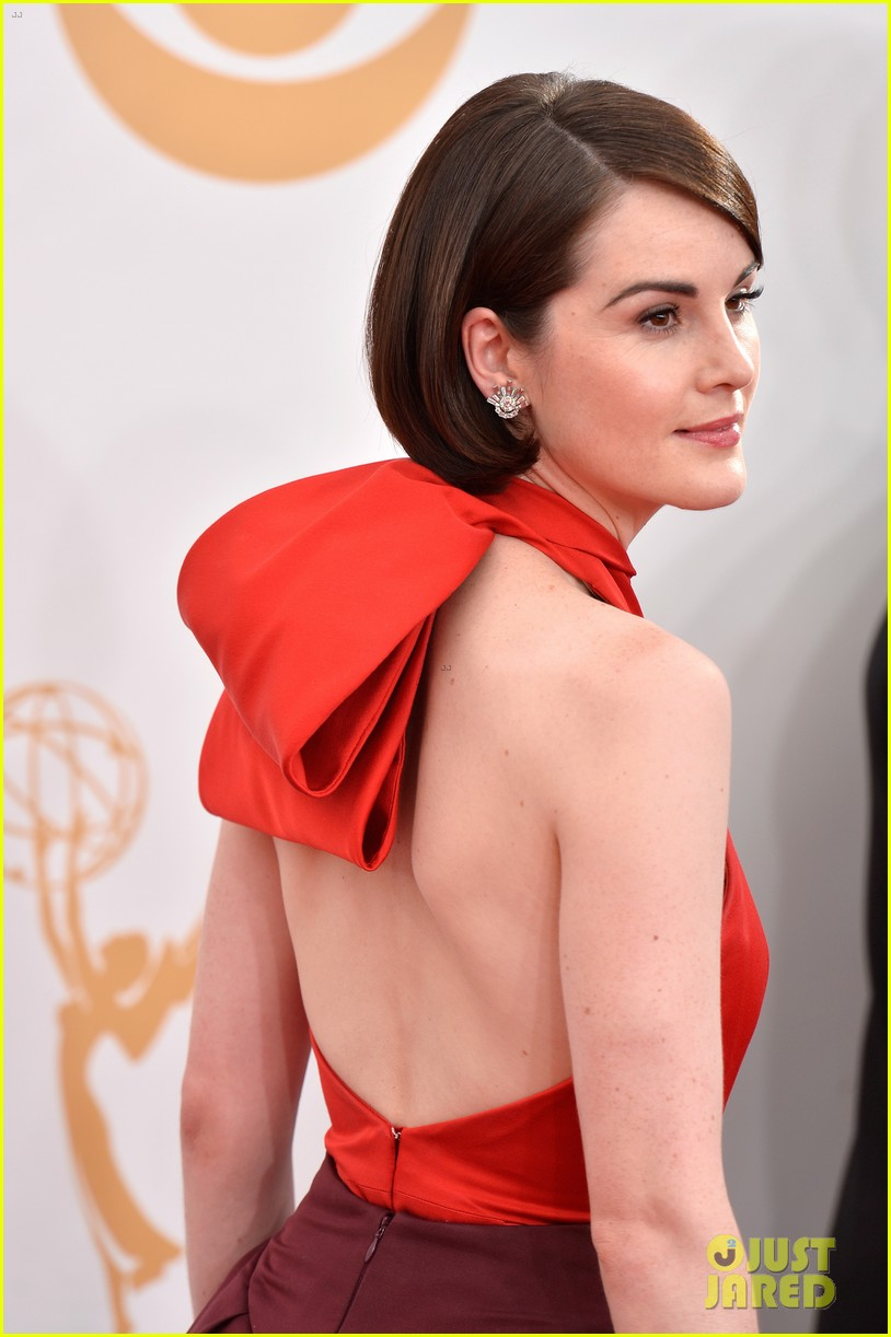 michelle dockery emmys 2013 red carpet 02