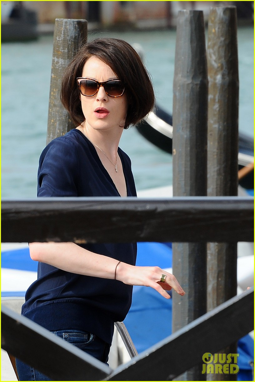 michelle dockery new boyfriend hold hands at venice airport 172941779