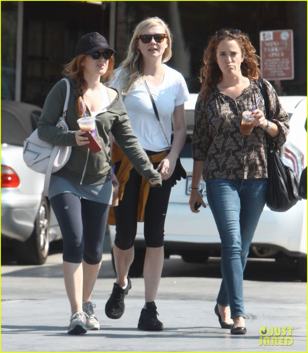 kirsten dunst isla fisher caffeinate after gym date 16