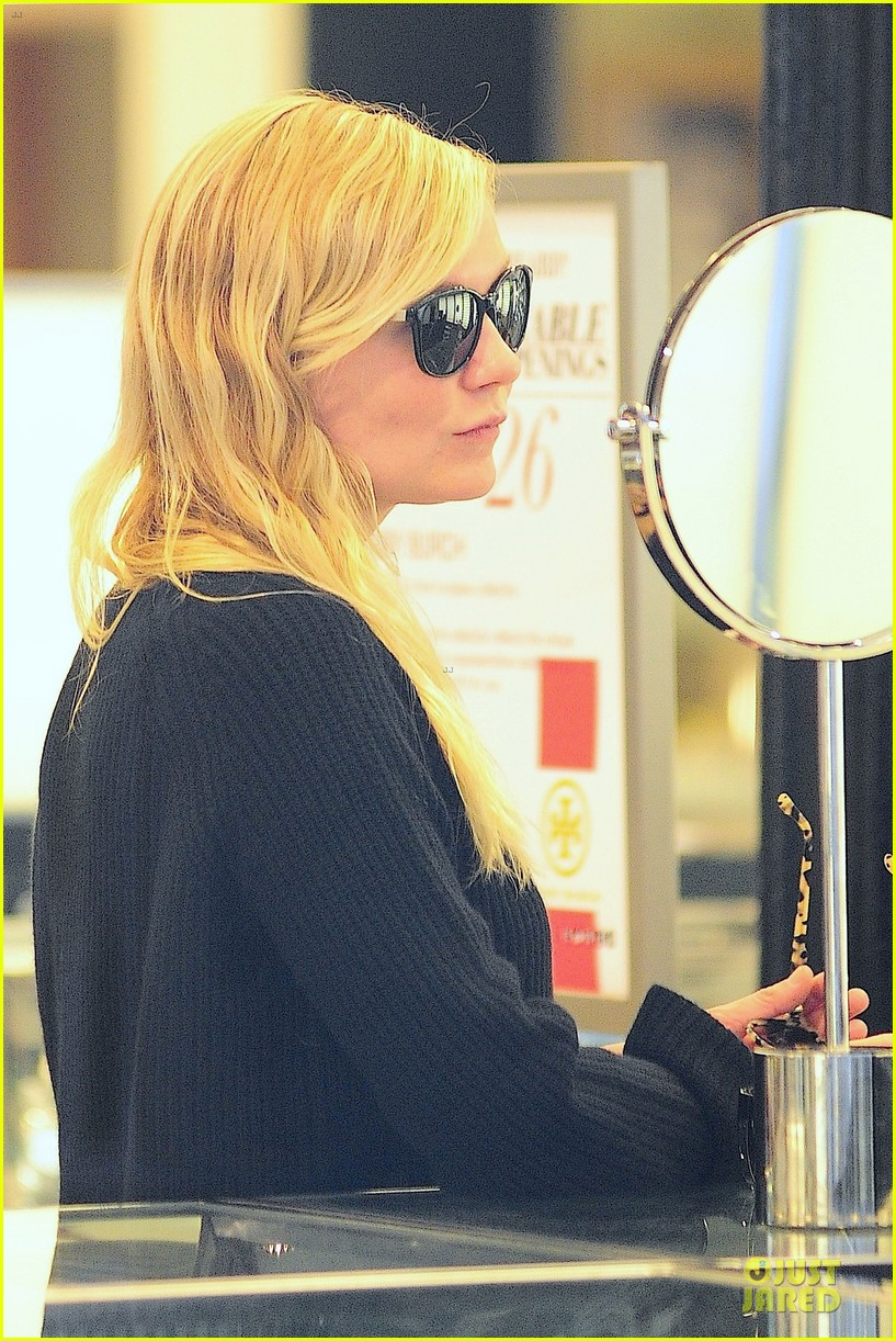 kirsten dunst shops for new sunglasses in nyc 19