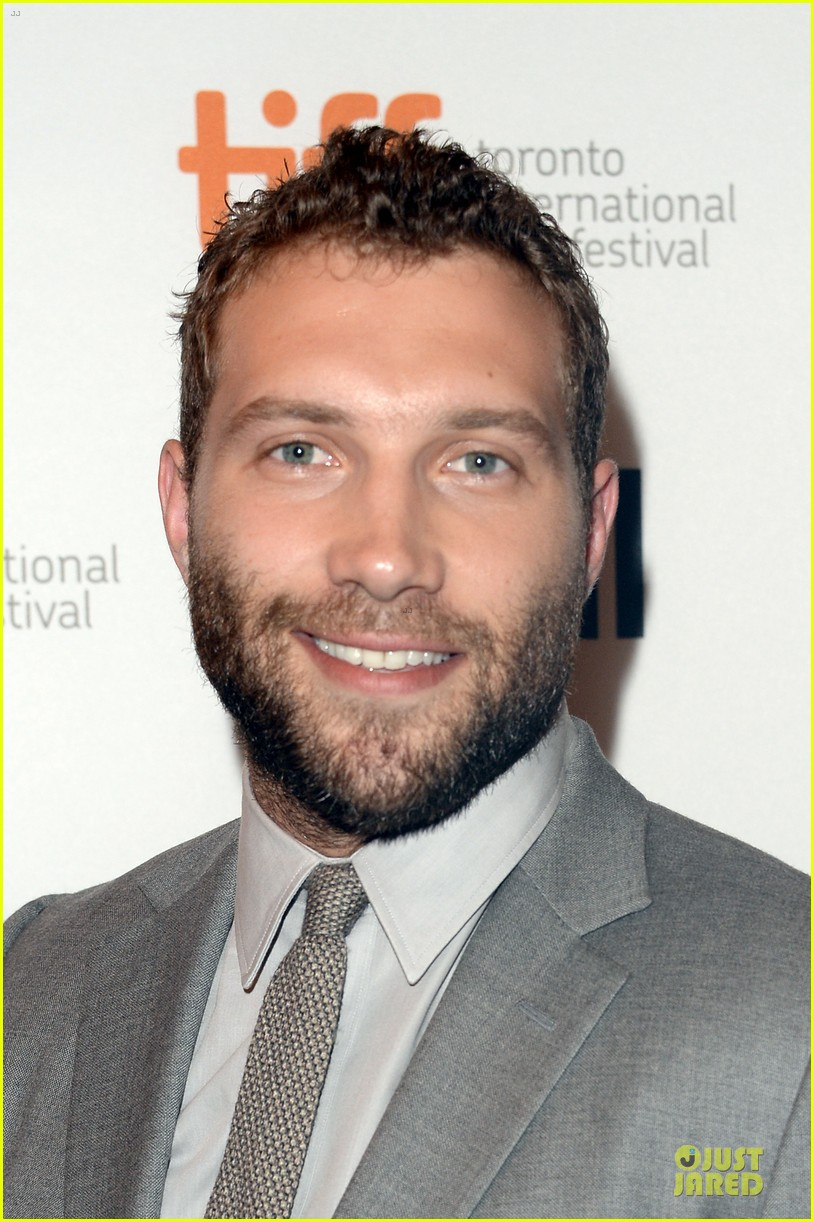 joel edgerton jai courtney felony tiff premiere portraits 02